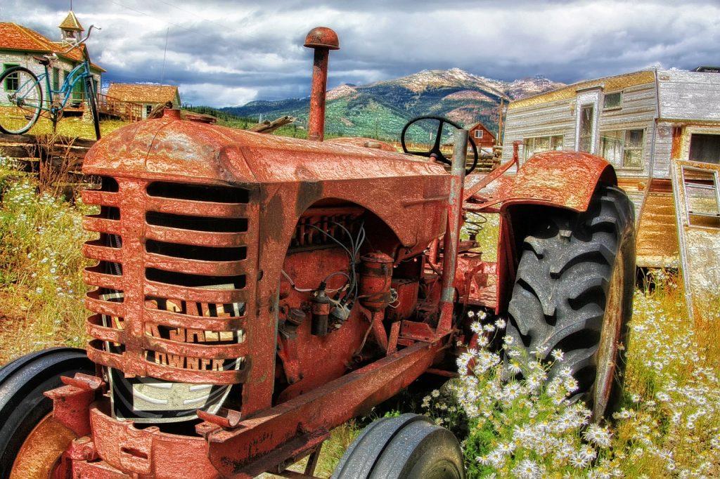 Entsorgung Abtransport Traktor Sperrgut Wohnwagen
